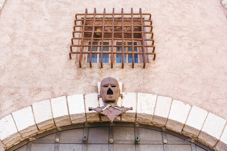JCTP0068-Masked Man Tower-Cannes-France-Fenn--14