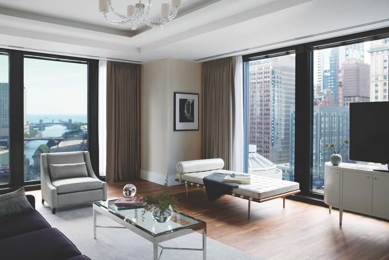 LanghamOne Bedroom Suite RV_parlor