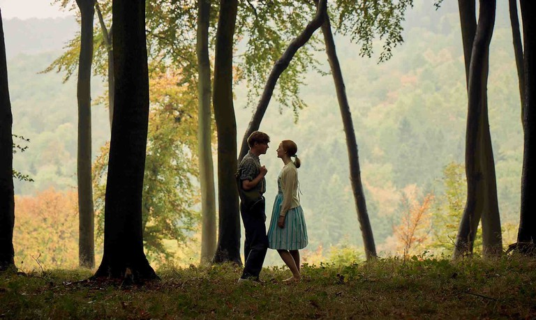 Edward (Billy Howle) and Florence (Saoirse Ronan) on an idyllic day during their courtship