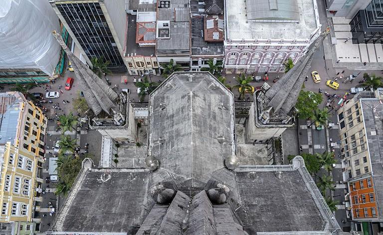 Parte_de_atras_de_la_Catedral_de_manizales
