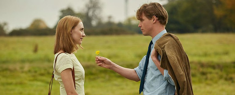 Florence (Saoirse Ronan) and Edward (Billy Howle) on their first walk together