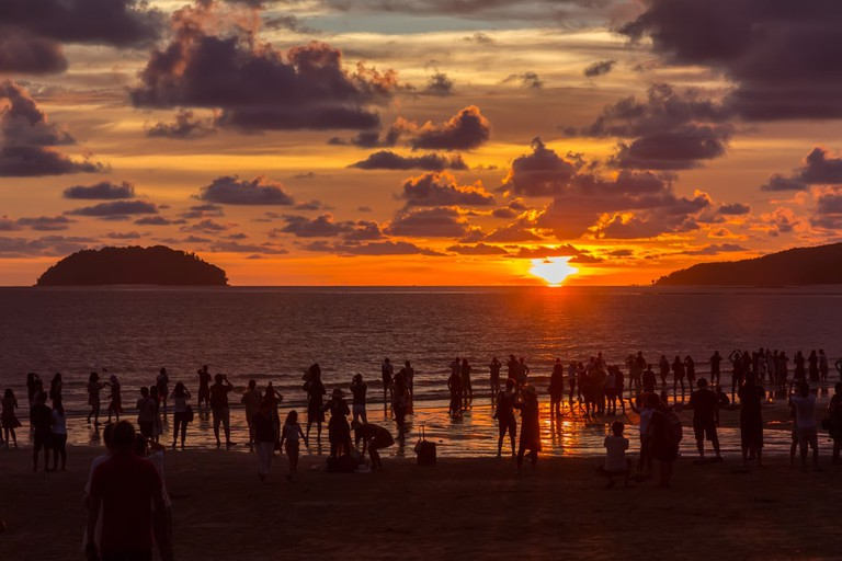 Locals and tourists usually come to Tanjung Aru to catch the sunset