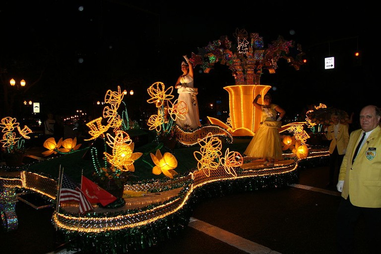 starlight-parade-rose-festival