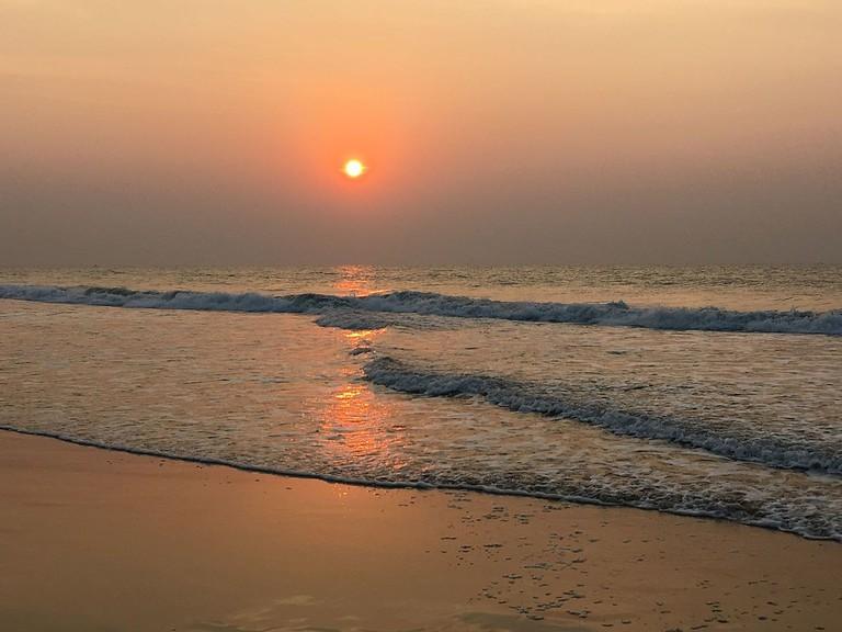 Sunrise_at_Puri_beach