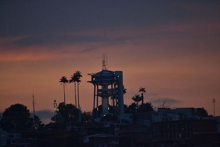 Torre_al_Cielo,_Manizales,_a_la_distancia
