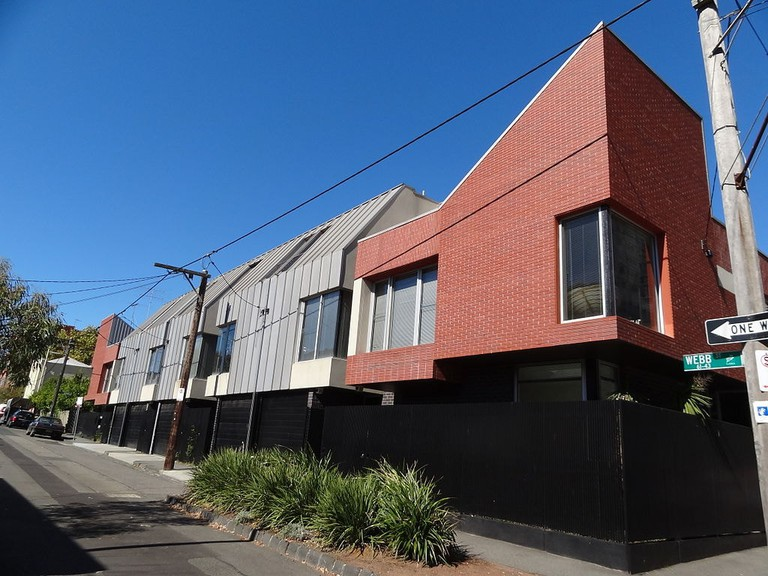 Urban housing in Fitzroy © Jessica Heald / Wikimedia Commons