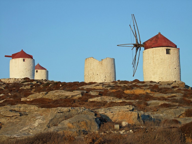 windmills-593480_1920