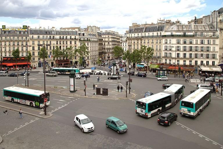 1024px-Paris_place_du_18_juin1
