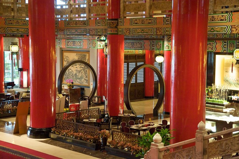 1024px-Taiwan_2009_The_Grand_Hotel_in_Taipei_Bar_and_Lobby_FRD_7722