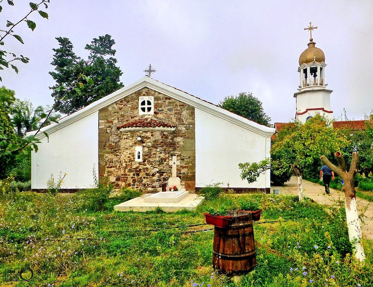 1172px-Bułgaria,_klasztor_św._Jerzego_w_Pomorie_-_panoramio_(5)