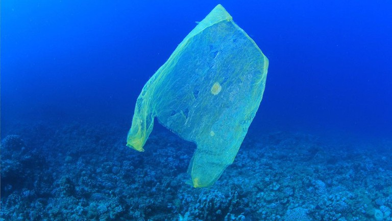 1200px-1682478-poster-1280-plasticbags