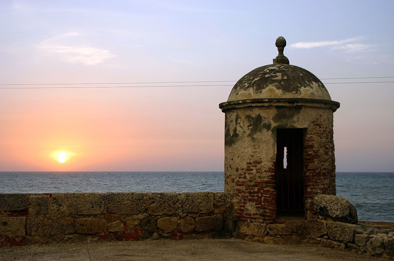 1200px-Sunset-cartagena-tower-Igvir