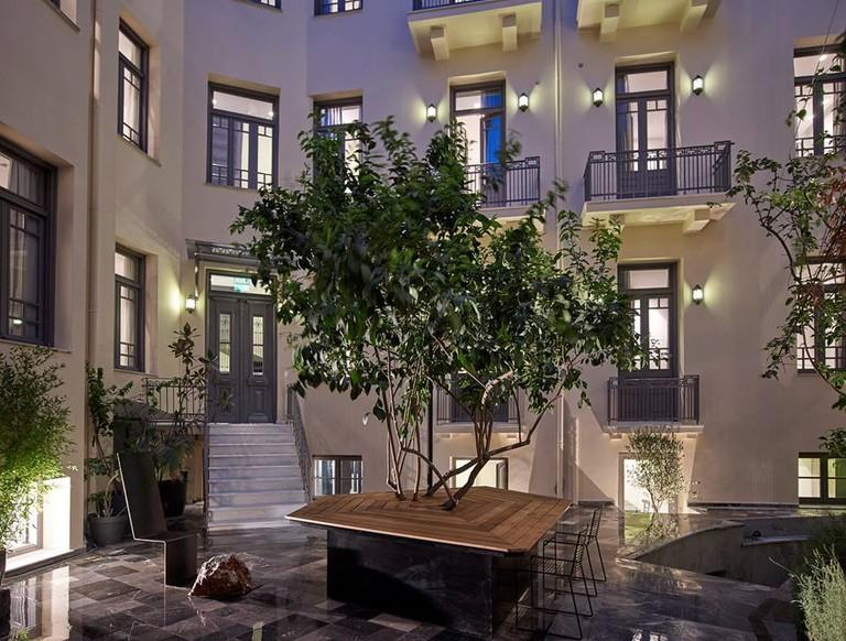 Inn Athens' courtyard