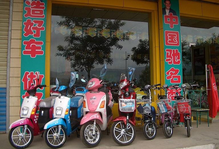 1280px-5700-Linxia-City-Daxia-River-esplanade-electric-bike-shop