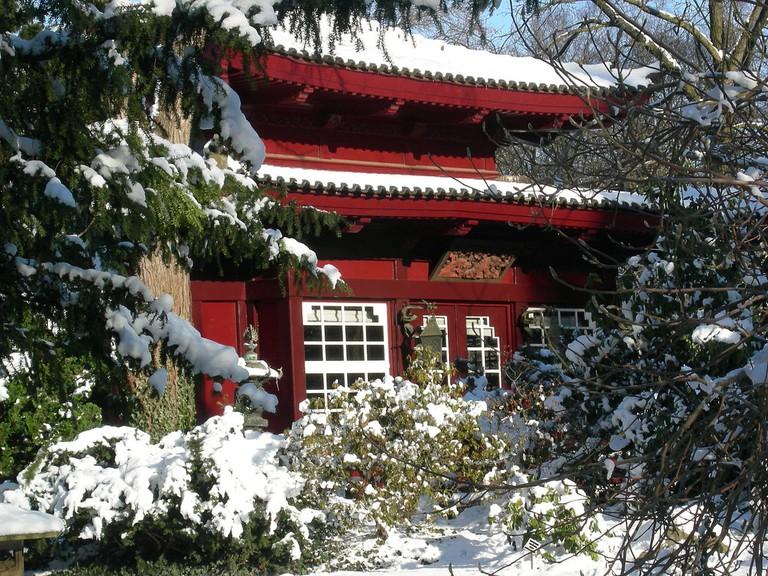1280px-Teehaus_im_japanischen_Garten