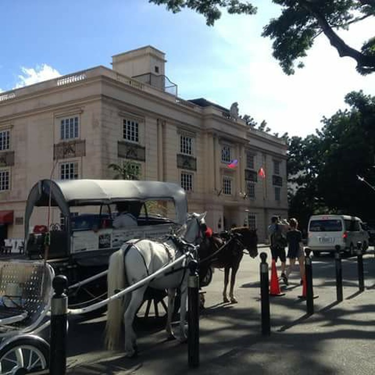 Get around Intramuros via a horse-drawn cart