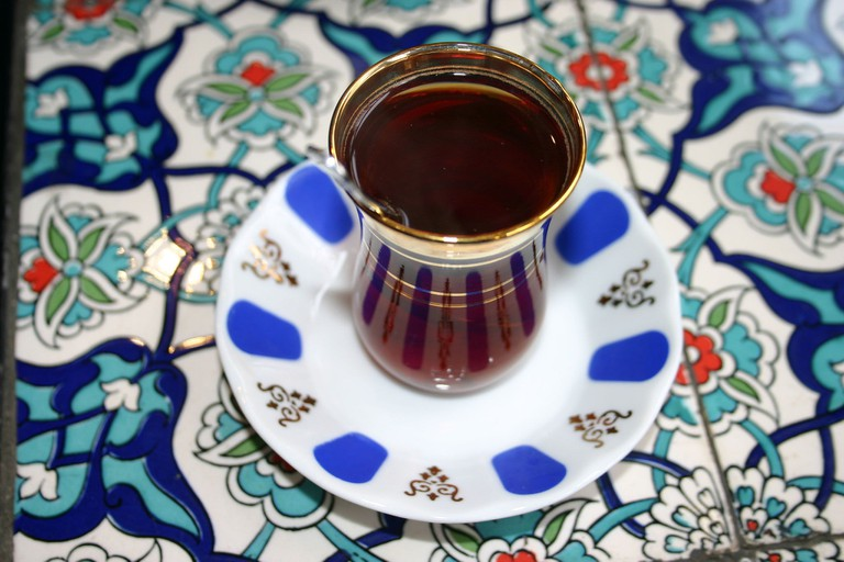 2048px-Turkish_tea Bertilvidet~commonswiki