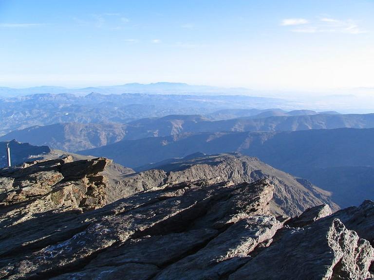 800px-Pico_del_Veleta_Gipfelblick