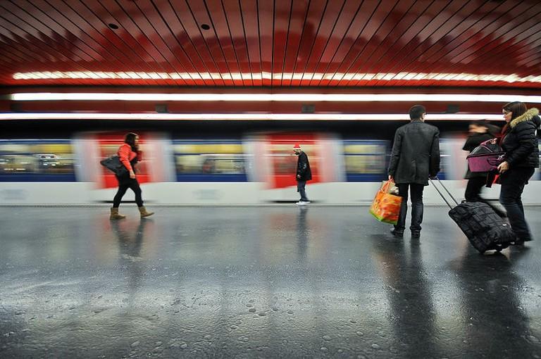 800px-RER_A,_Station_Auber,_Paris,_France_January_2012