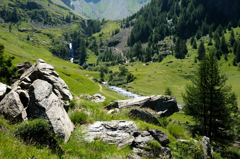 The valleys and peaks of the stunning Écrins National Park