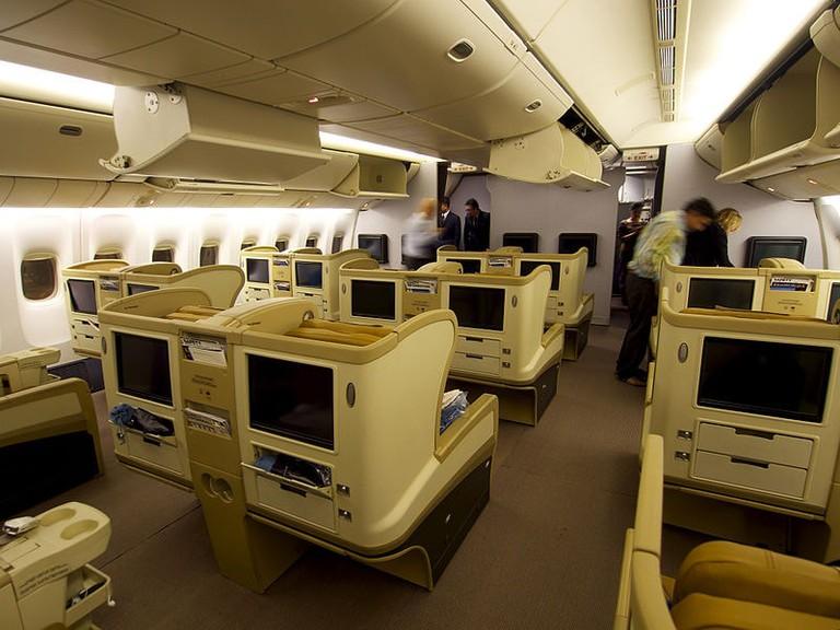 9V-SRQ_-_777-212_ER_-_Business_Class_-_Singapore_Airlines_(8653719225)