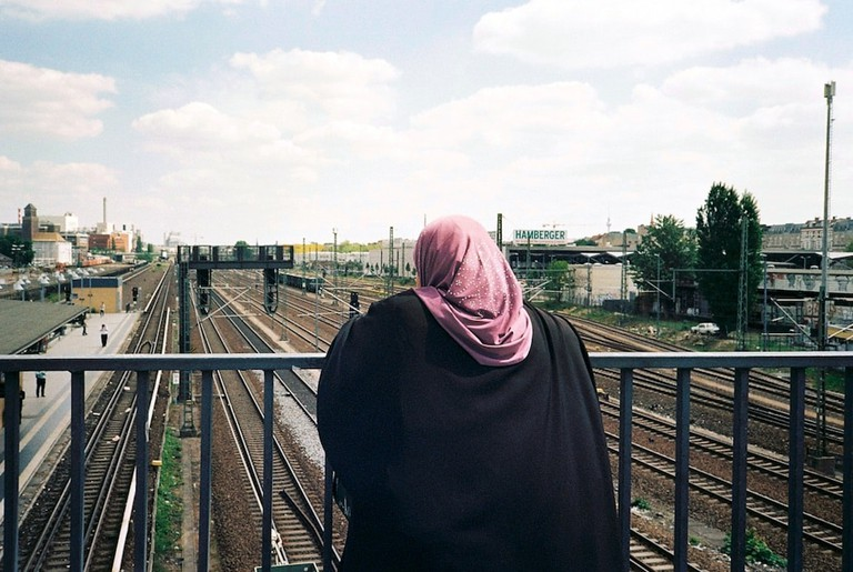 A women looking out at Beusselstrasse station | © Ama Split and Riky Kiwy