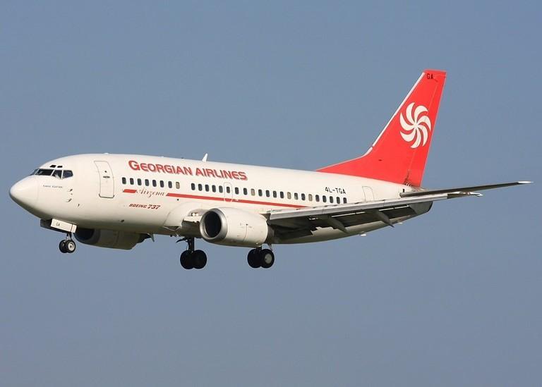 Airzena_-_Georgian_Airways._Boeing_737-529_(Alan_Lebeda_2008)