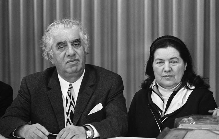Aram_Khachaturian_and_Nina_Makarova_1971