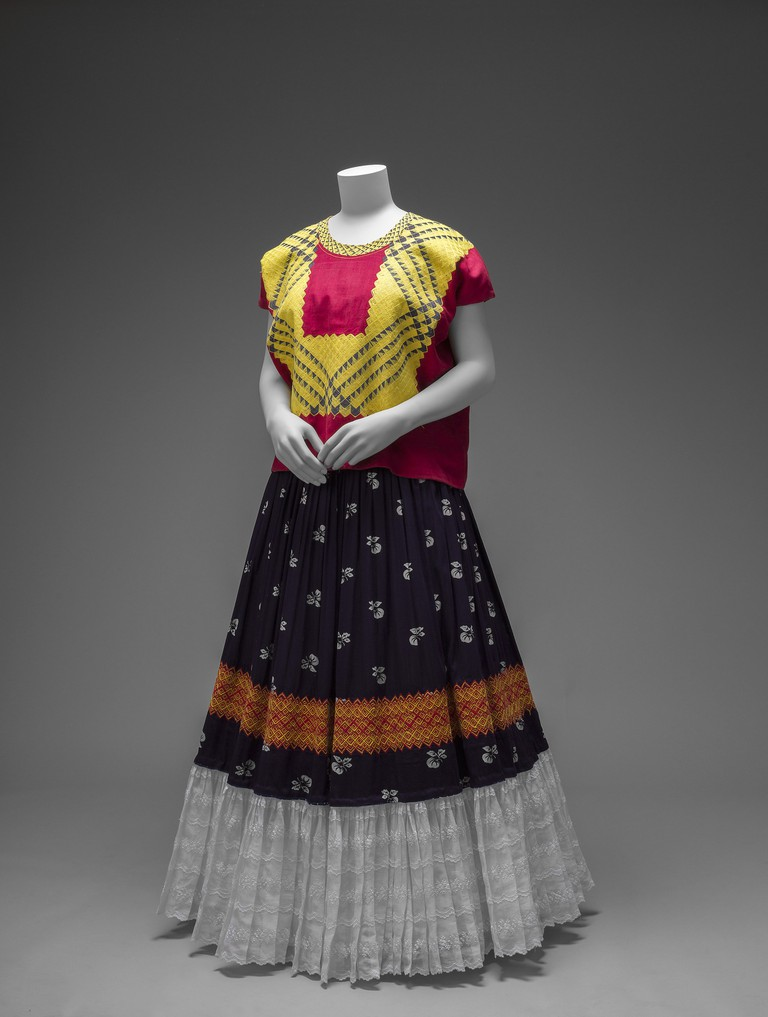 Cotton huipil with machine-embroidered chain stitch; printed cotton skirt with embroidery and holán (ruffle) Museo Frida Kahlo copy