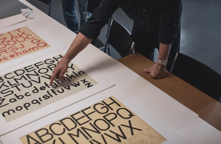 Erik Spiekermann discusses Bauhaus fonts with design students