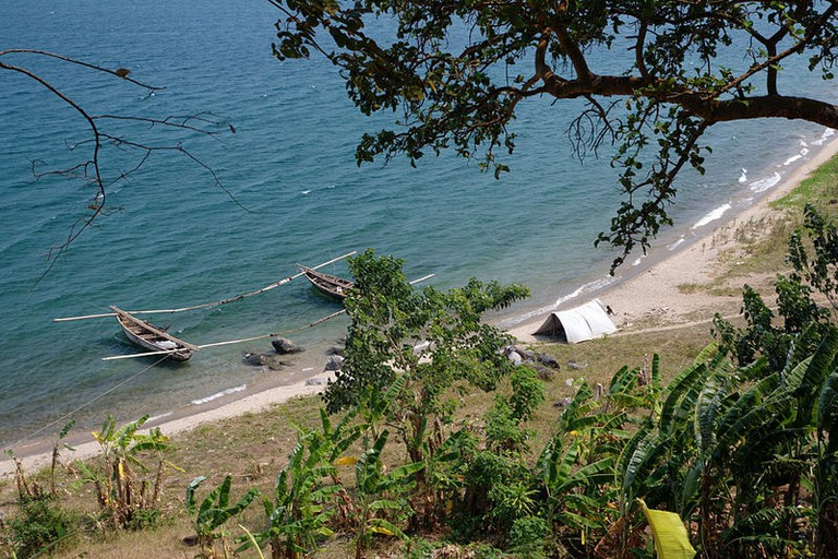 Fishing_boats_on_Lake_Tanganyika