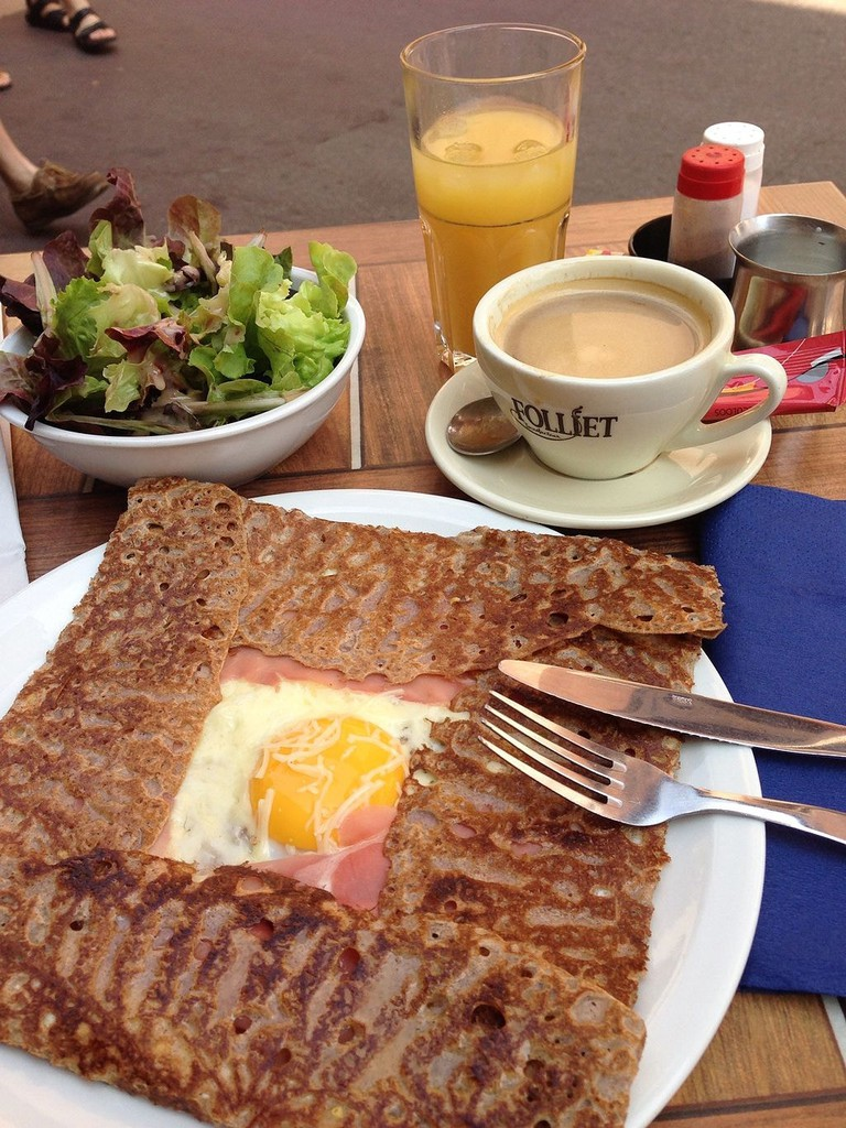 Galette_complète_in_Annecy,_France_-_20130714