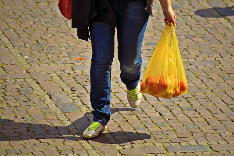 hand-sidewalk-run-bear-leg-spring-867923-pxhere.com