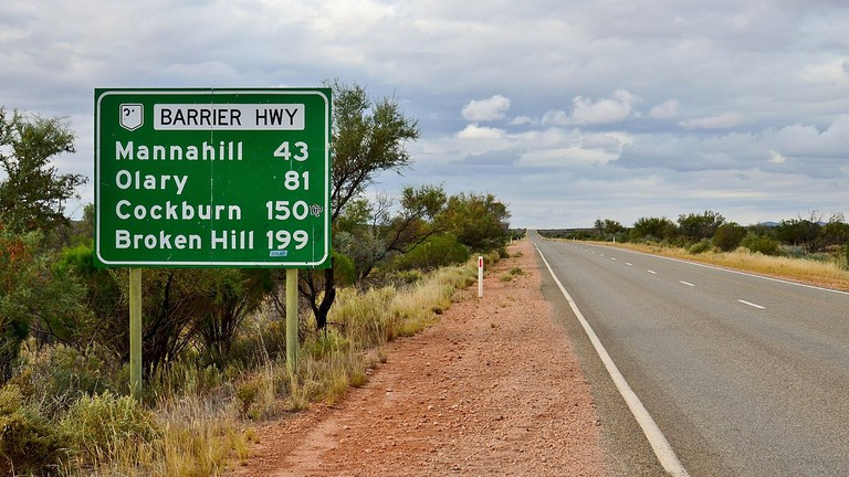 Highway sign to Broken Hill © Bahnfrend / Wikimedia Commons