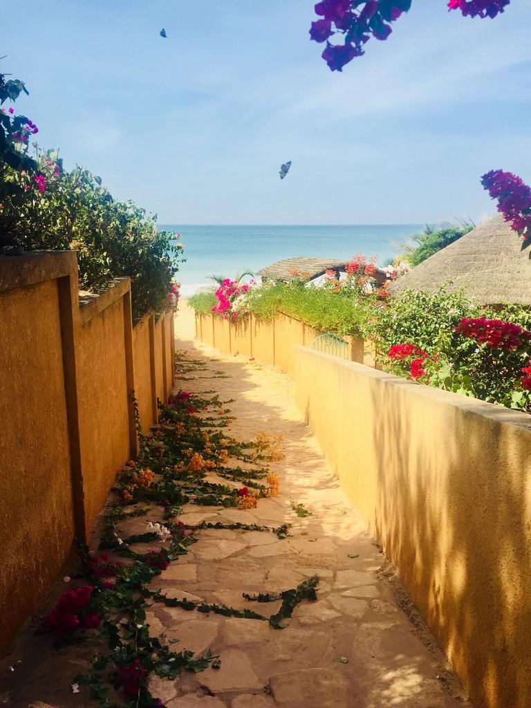 Path down to Toubab Dialao beach