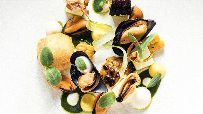 Mussels, hay and corn