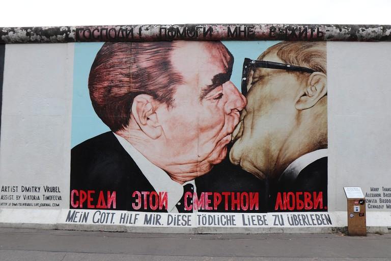kiss-2779519_1280