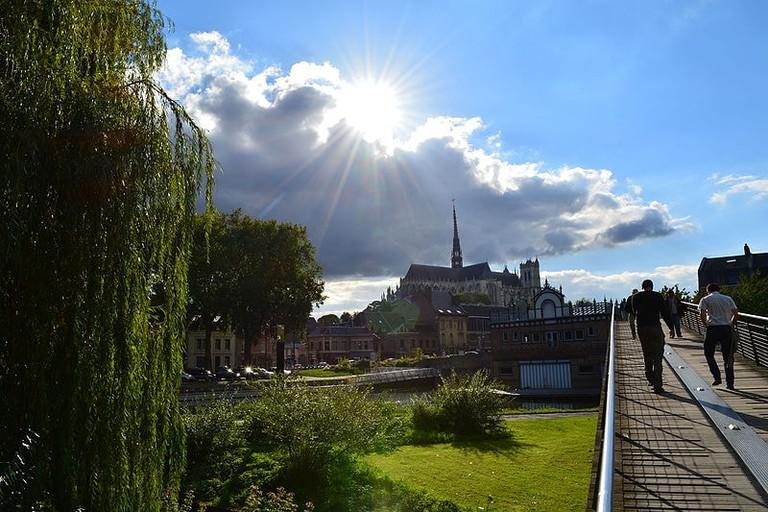La_cathédrale_vue_depuis_le_pont_du_parc_Saint-Pierre