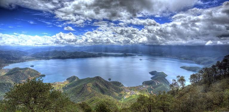 Lugu_Lake_from_Lion_Mountain