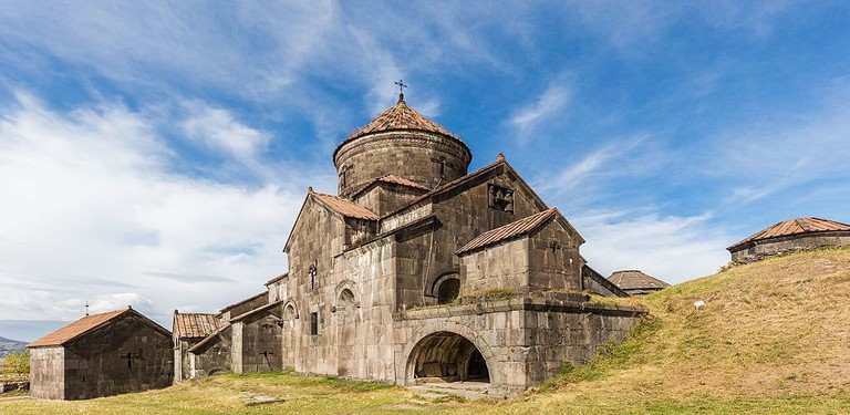 Monasterio_de_Haghpat,_Armenia,_2016-09-30,_DD_19