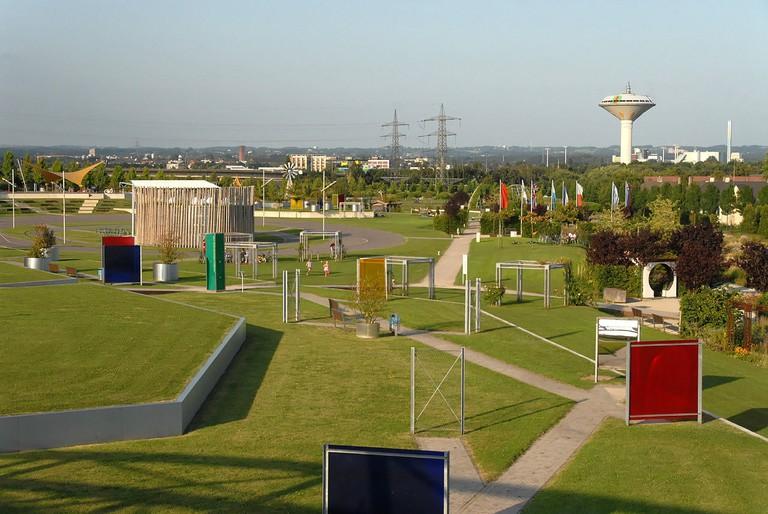 Neuland-Park_in_Leverkusen_von_Westsuedwesten.jpeg