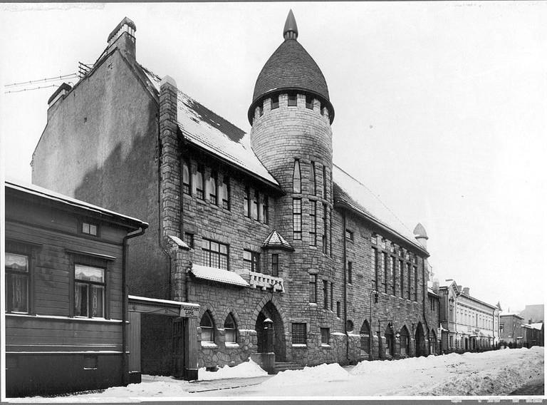 Old_polytechnic_student_union_building,_Vanha_Poli,_Lönnrotinkatu_29