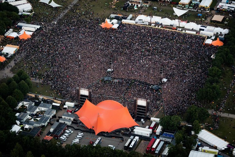 Roskilde Festival 2016-Orange Stage-Volunteers