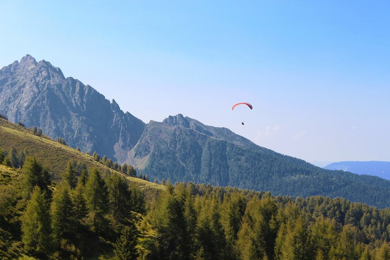 Paragliding, mountains