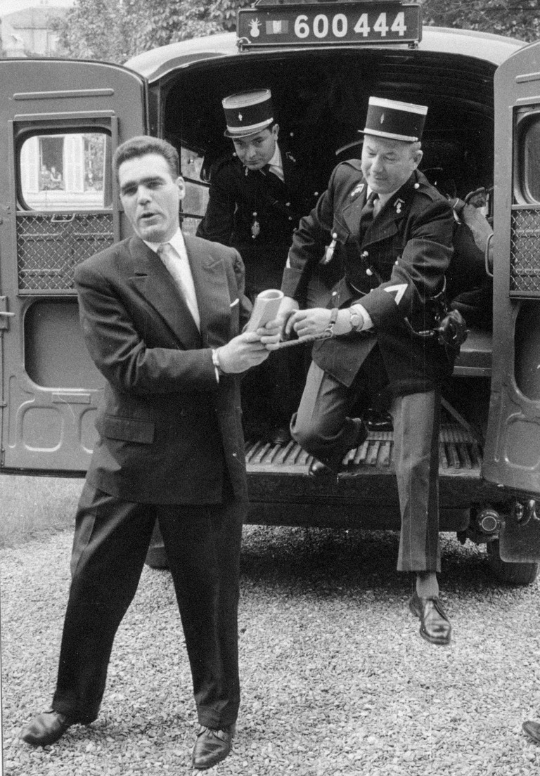 Henry Manoury handcuffed to a gendarme after his assassination attempt in August 1962