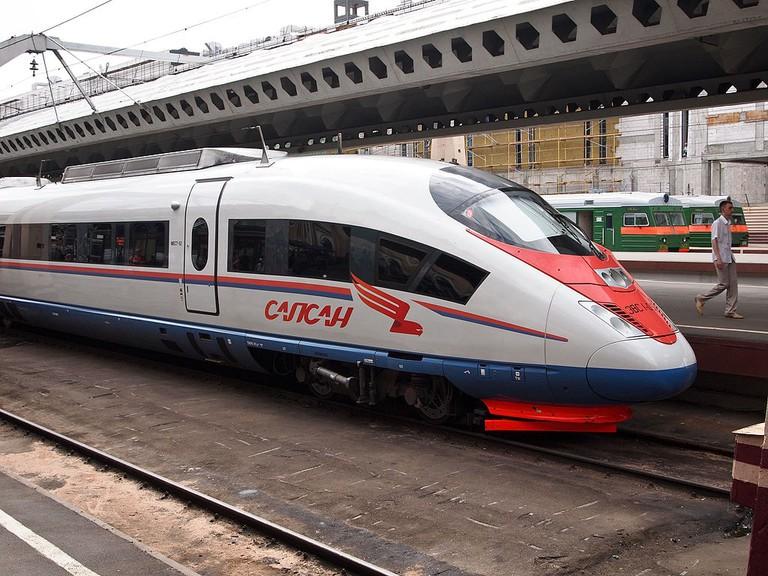 Sapsan_Moskovsky_railway_station_in_Saint_Petersburg andrew.zorin WikiCommons