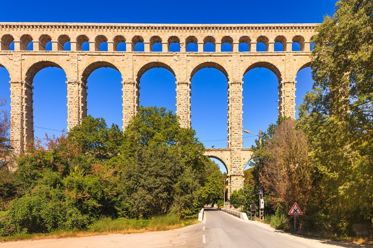 Roquefavour historic old aqueduct, France |© StevanZZ / Shutterstock