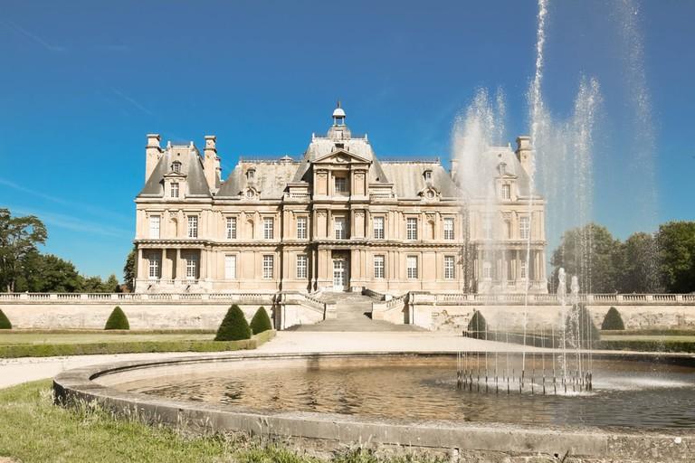 The famous historical castle of Maisons Laffitte, near Paris, France  © Petr Kovalenkov / Shutterstock