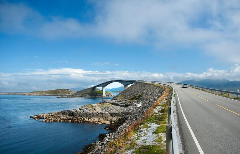 Storseisundbrua på Nasjonal turistveg Atlanterhavsvegen. ©Foto: Roger Ellingsen : Statens vegvesen