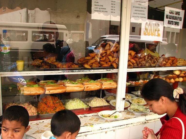 Street_foods_Antananarivo_Madagascar